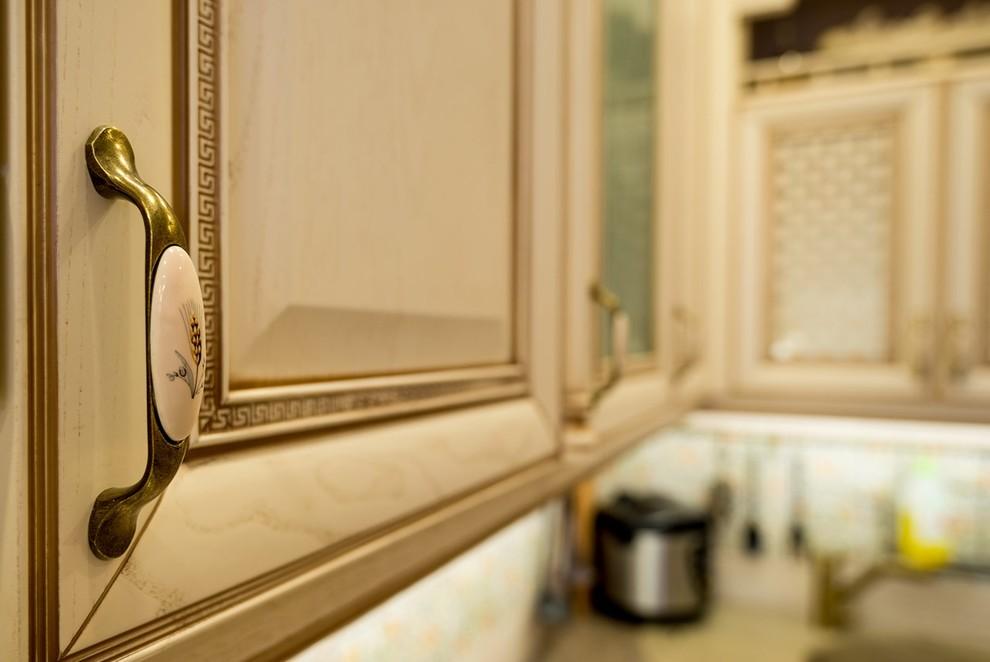 bucatarie in stil provensal - dulapuri