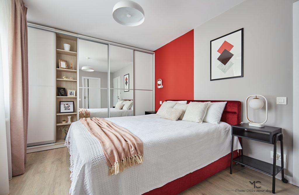 dormitor matrimonial cu accente de rosu