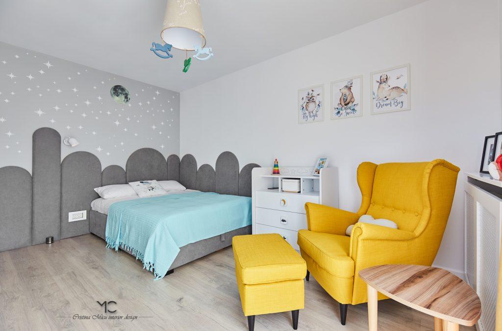 camera copilului cu accente de galben